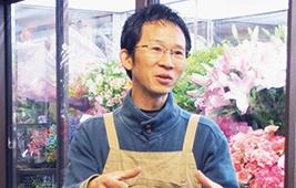 オーナーの小川さん。花への思いを語ります